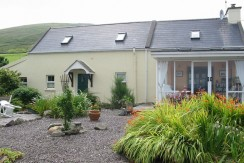 2 bedroomed farmhouse, sea views, Killurly Ballinskelligs