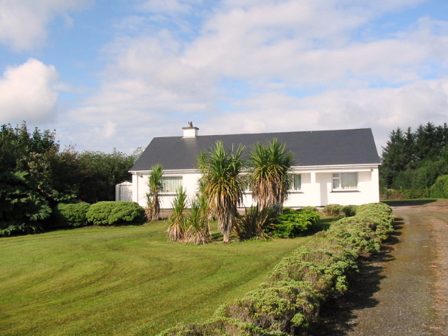 SPACIOUS BUNGALOW FOR SALE  – KENNEIGH, WATERVILLE.